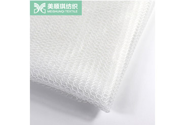 What is the Influence and Control of the Warping Environment on the Quality of Mesh Cloth Production?